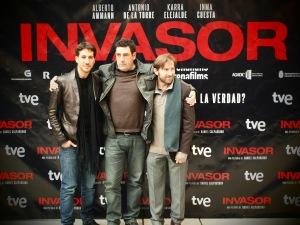 Alberto Amman, Daniel Calparsoro y Antonio de la Torre en el Photocall
